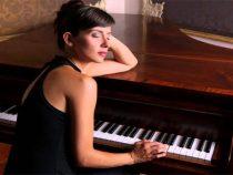 Người lớn thì mua đàn piano cơ như thế nào là phù hợp
