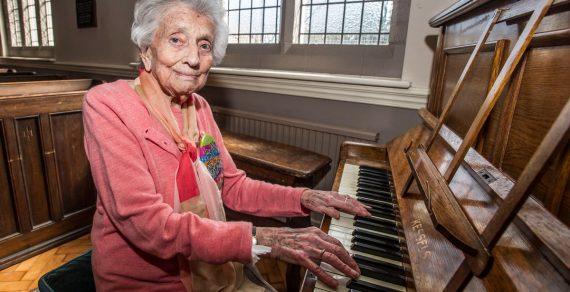 Người lớn chơi đàn piano có những lợi ích gì