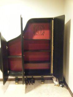 Tận dụng đàn Piano cũ làm giá để đồ