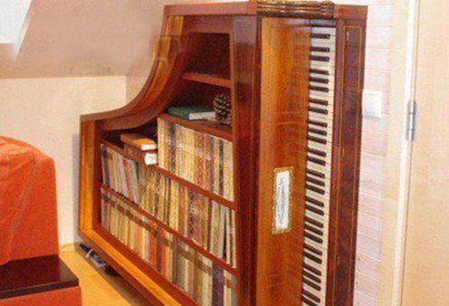 Dùng đàn Piano cũ để làm giá sách