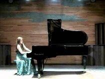 Đàn piano cơ kích thước càng lớn âm thanh càng hay phải không?
