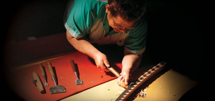 Những nghệ nhân tỉ mỉ làm từng chi tiết trên cây đàn piano