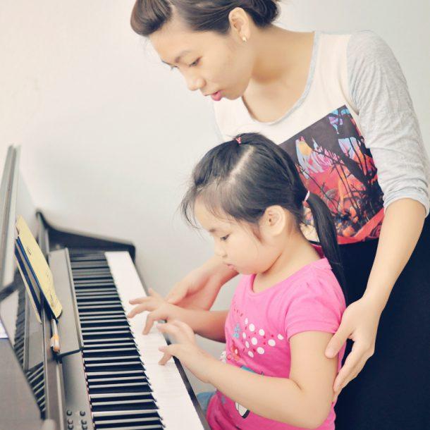 Cha mẹ cần ủng hộ và khuyến khích con học