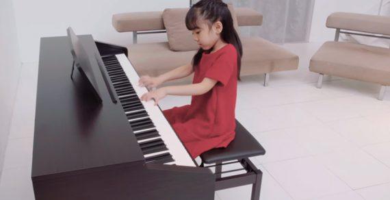 Ứng dụng vừa học nhạc vừa chơi game kết nối với đàn piano Roland RP-30.